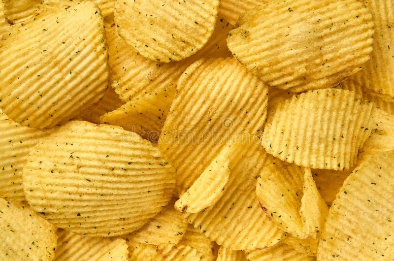 Fond de plan rapproché ondulé juteux de pommes chips photo stock
