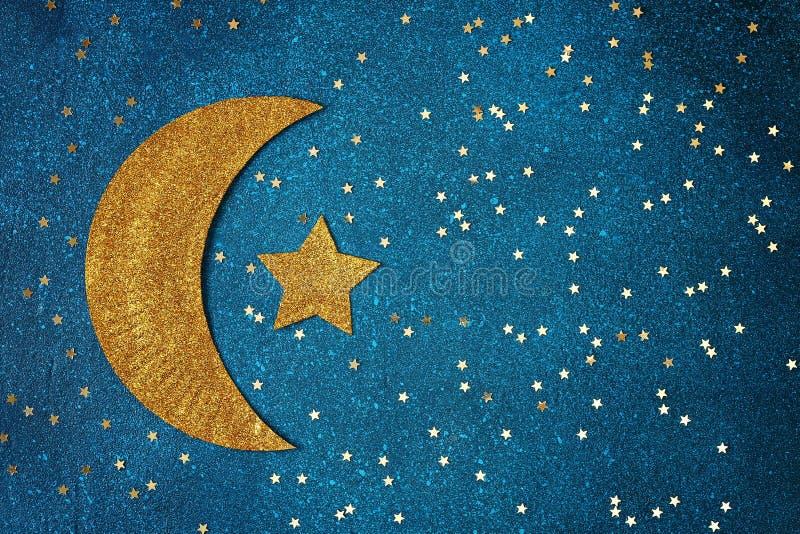 Fond de Ramadan Kareem avec le croissant et les ?toiles d'or Carte de voeux pour des vacances musulmanes Ramadan photographie stock