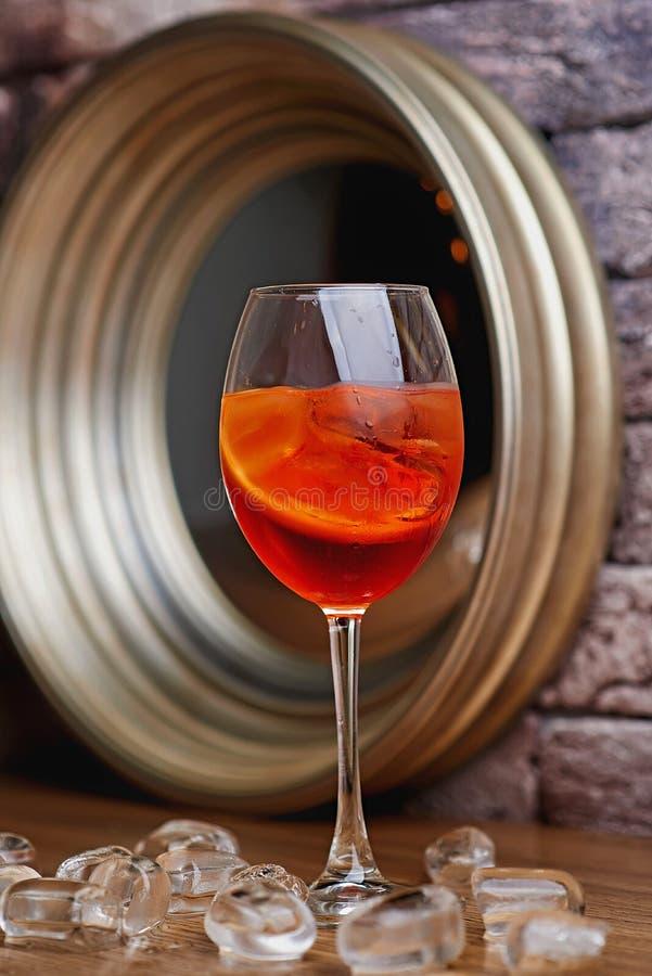 Fond de tache floue de cocktail d'alcool photographie stock libre de droits