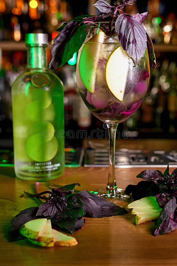 Fond de tache floue de cocktail d'alcool photos stock
