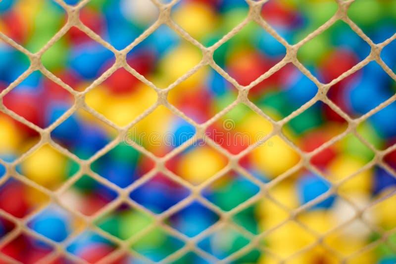 Fond de tache floue dans le terrain de jeu de l'enfant images libres de droits