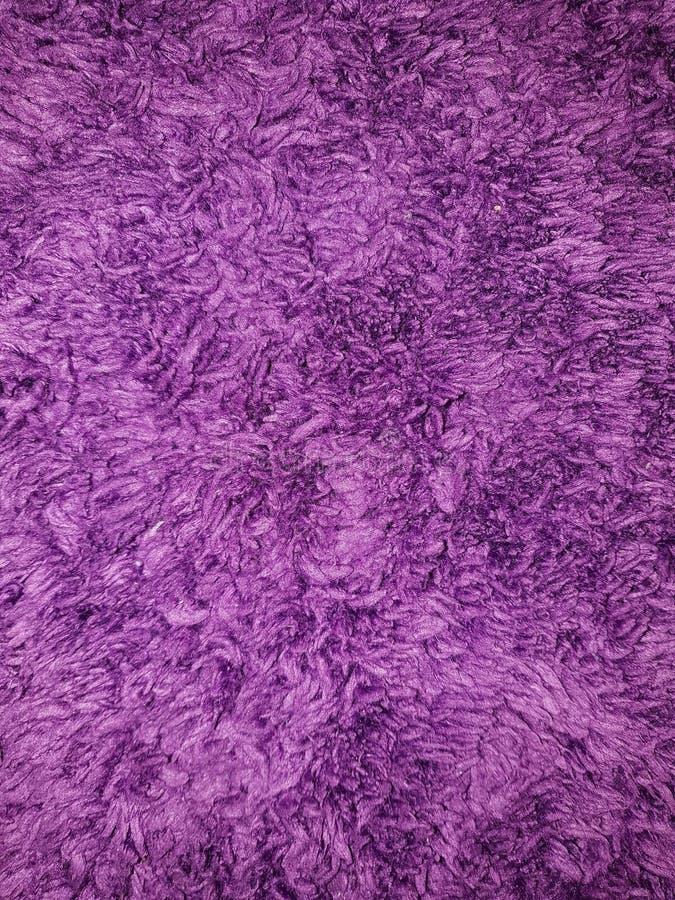 Fond de textile en plan rapproché pelucheux pourpre photographie stock