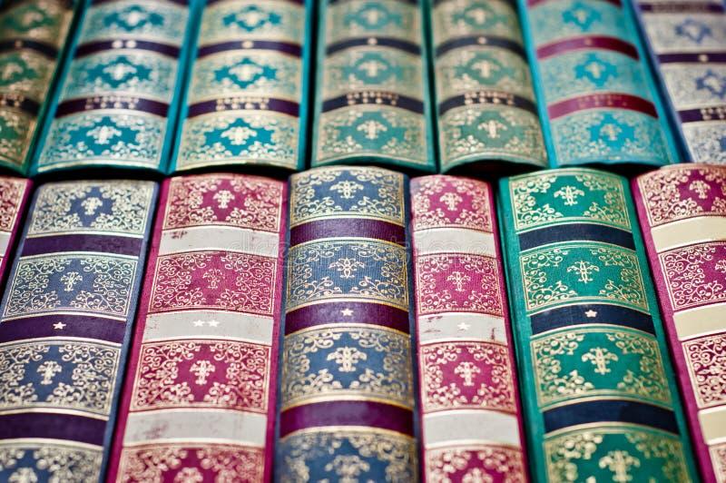 Fond de vieux livres Attache de livre ornementale color?e photo libre de droits