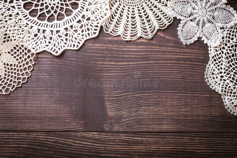 Fond de vintage avec la dentelle blanche de crochet image stock