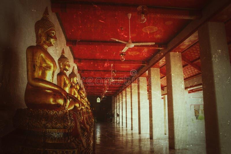 Fond de vintage, couleur d'or de statue de Bouddha au pho Bangkok Thaïlande Asie de watt de temple photo libre de droits