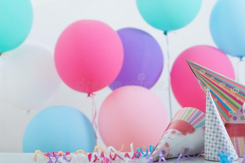 Fond des ballons pour l'anniversaire image stock