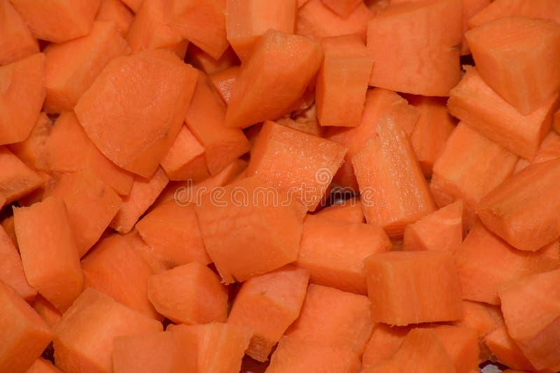 Fond des carottes crues découpées photographie stock