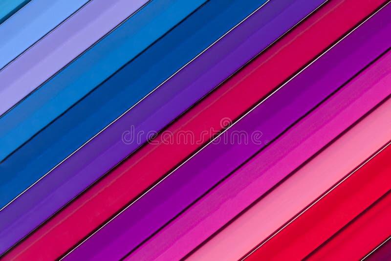 Fond des crayons colorés parallèles, pente photo stock