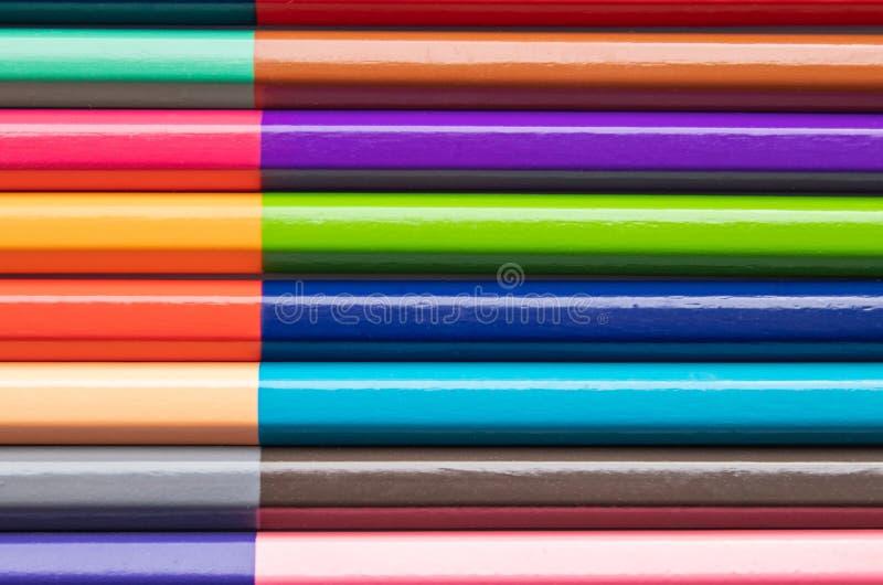 Fond des crayons en bois color?s pour la cr?ativit? des enfants Plan rapproch? photos libres de droits