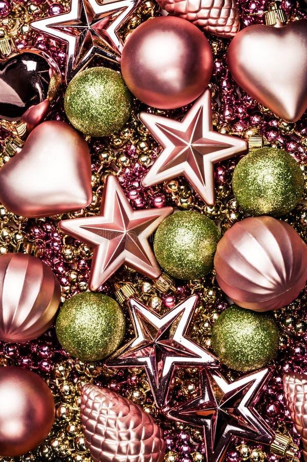 Fond des décorations de Noël, jouets dans différentes couleurs photos libres de droits