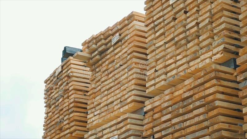 Fond des extrémités carrées des barres en bois Matériau de construction en bois de bois de construction pour le fond et la textur photographie stock libre de droits