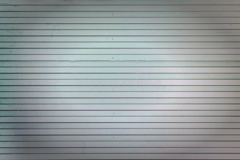 Fond des lignes droites verticales Turquoise pâle et mur rose des rayures peu communes, lattes Photo avec une vignette photo stock