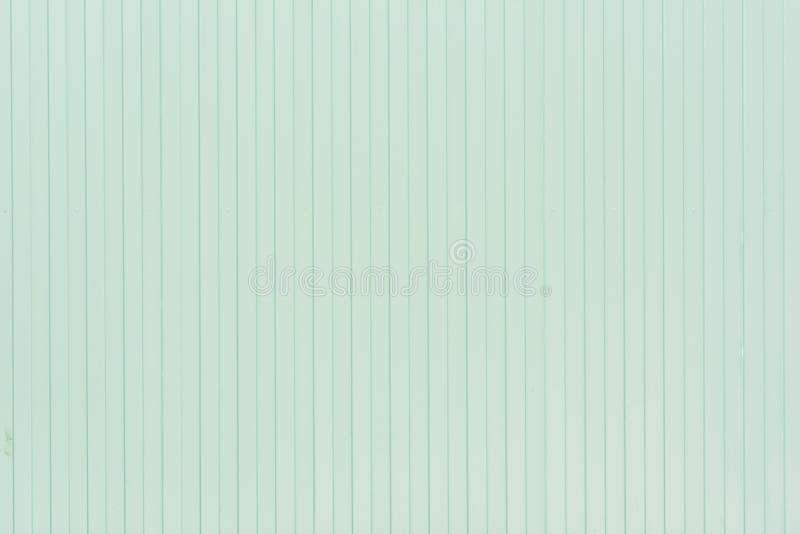 Fond des lignes verticales des lignes Mur bleu-clair des rayures peu communes, lattes photo libre de droits