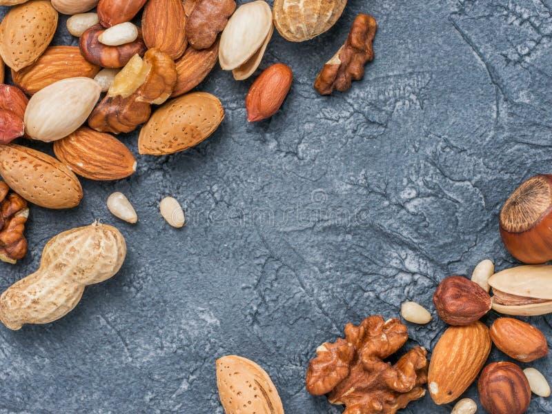 Fond des noix mélangées image libre de droits