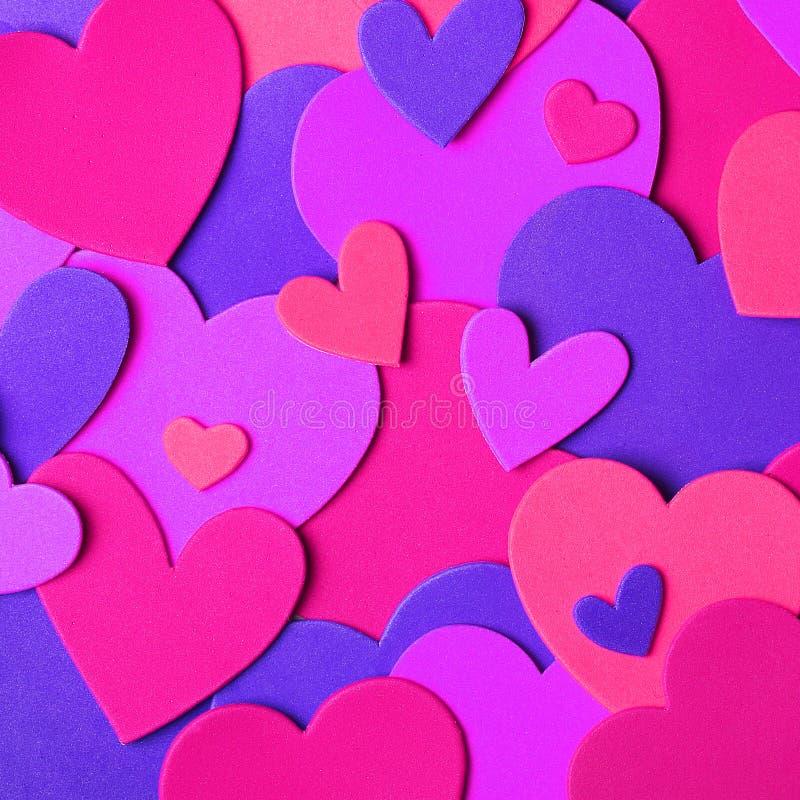 Fond du jour de Valentine Coeurs de papier colorés image libre de droits