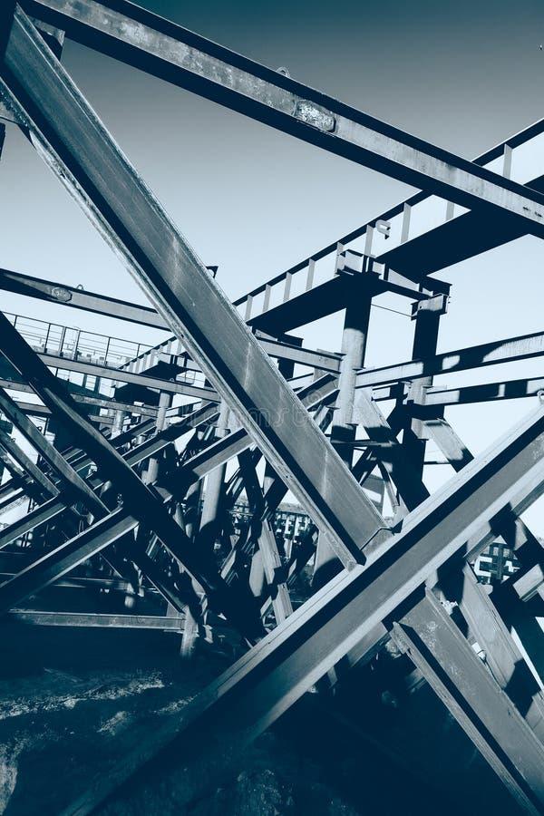 Fond en acier de poutres de site de construction de ponts photo stock