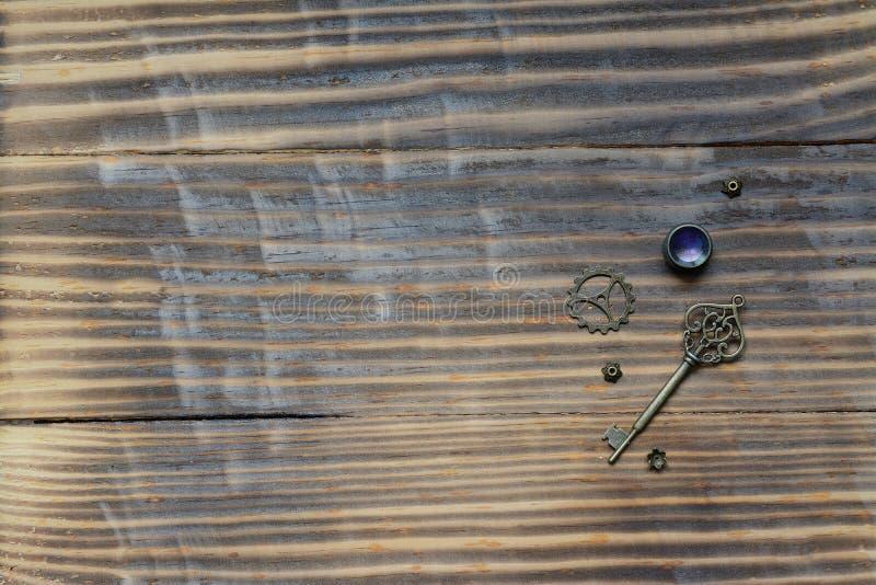 Fond en bois avec la clé images libres de droits