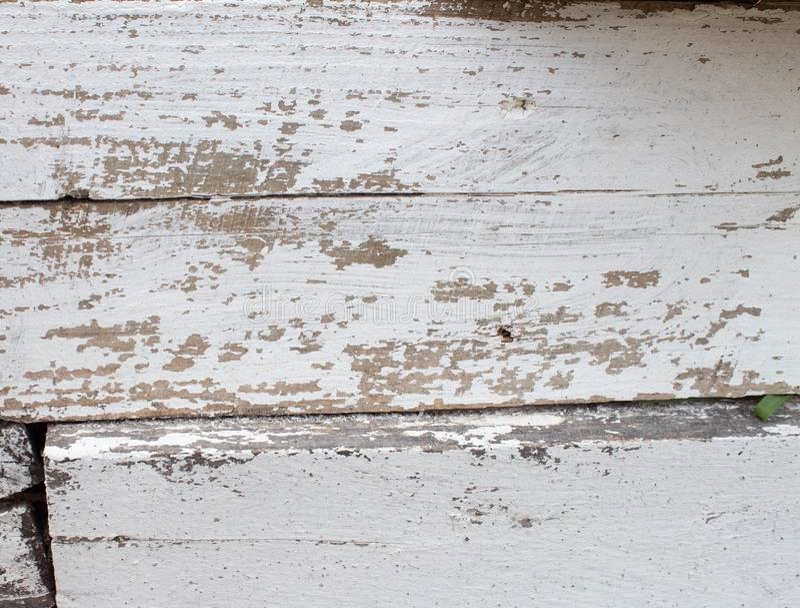 Fond en bois blanc avec la vieille peinture, fissures, usures L'espace sous le texte Vieux tron?on dans le lait de chaux photo stock