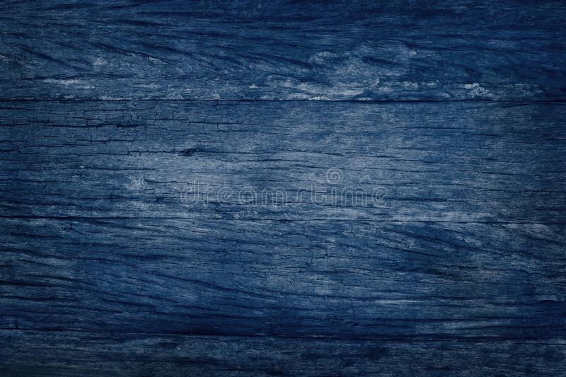 Fond en bois bleu de mur, texture de bois foncé d'écorce avec le vieux modèle naturel pour l'oeuvre d'art de conception, vue supé image libre de droits