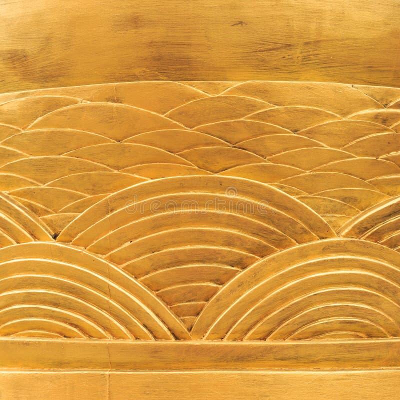Fond en bois, bois découpé d'or des modèles d'arc image libre de droits