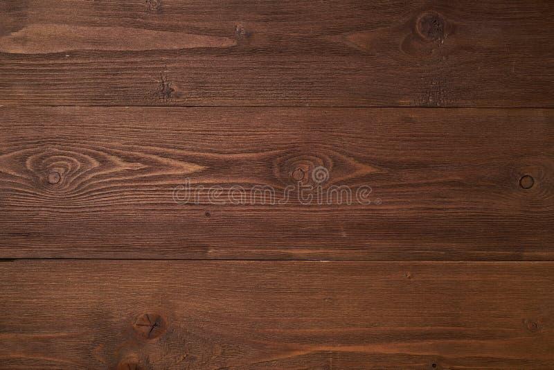 Fond en bois brun foncé avec du bois de pin, structure de bois avec des noeuds image stock