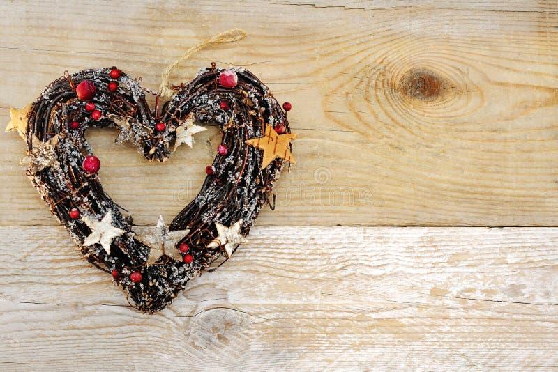 Fond en bois de décoration en forme de coeur de Noël image libre de droits