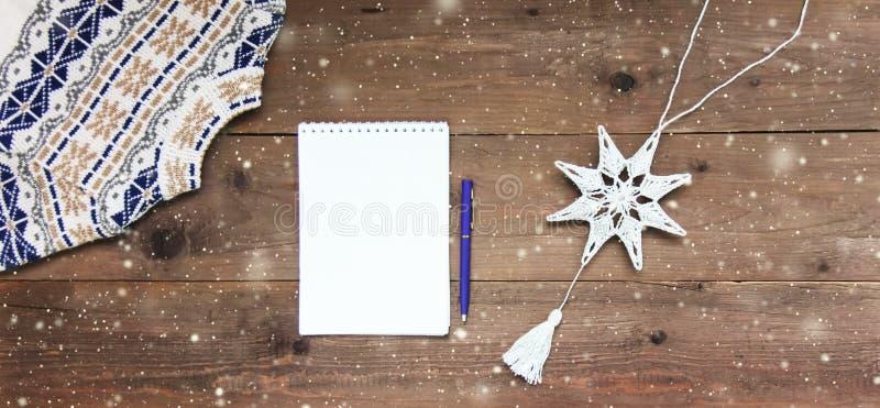 Fond en bois de décoration de Noël Concept de carte closeup Vue supérieure Configuration plate Copiez l'espace photo libre de droits