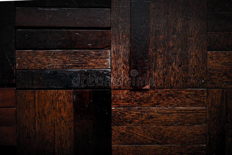 Fond en bois foncé avec la texture usée approximative de sortie pour le fond en bois de cru image libre de droits