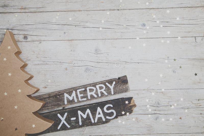 Fond en bois gris de Christmassy avec la décoration photo stock