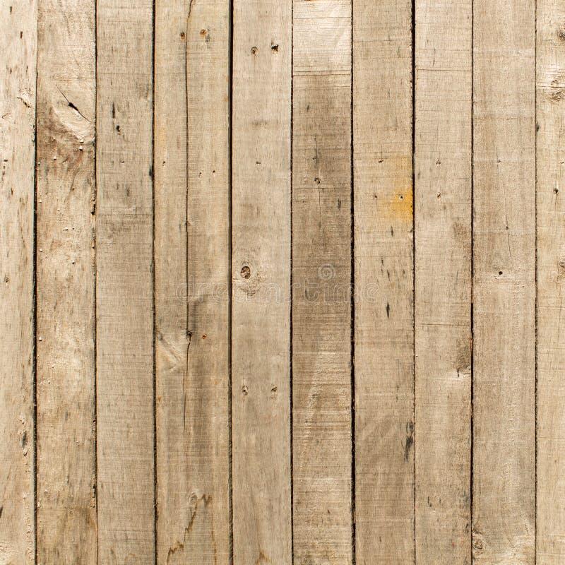Fond en bois superficiel par les agents rustique de grange avec des noeuds et des trous de clou images stock
