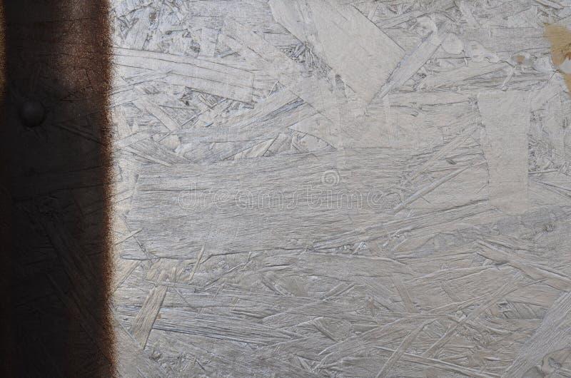 Fond en bois texturisé argenté brillant avec la rayure noire photographie stock