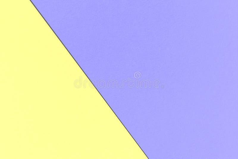 Fond en pastel d'arc-en-ciel géométrique abstrait avec le pourpre bleu maximum et couleurs jaunes en pastel, texture de papier d' illustration stock