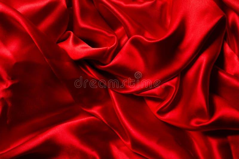 Fond en soie rouge. Beaucoup de plis image libre de droits