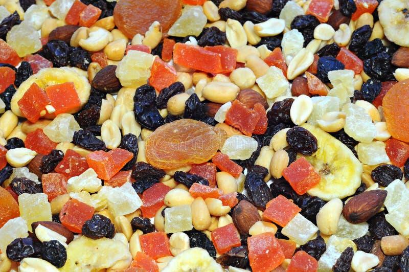 Fond fait de fruits assortis colorés images stock