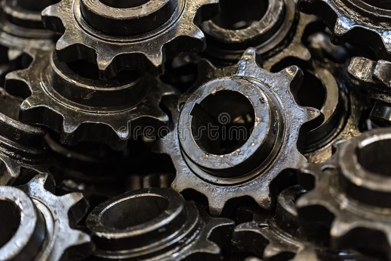 Fond fait de pignons droits ou roues dentées noirs photographie stock libre de droits