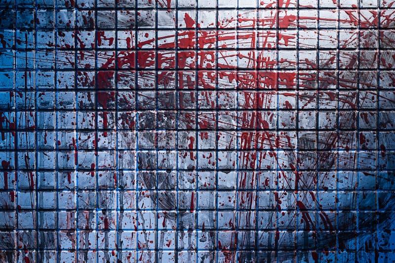 Fond froid et foncé de la scène du meurtre La tuile de marbre sale brouillée par éclabousse du sang rouge images stock