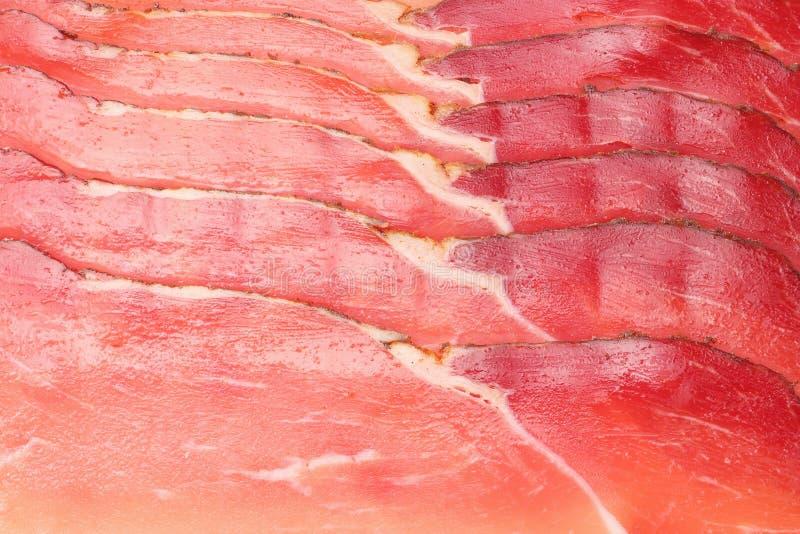 Fond fum? cru de jambon de for?t noire Texture de jambon Vue sup?rieure Macro photo libre de droits