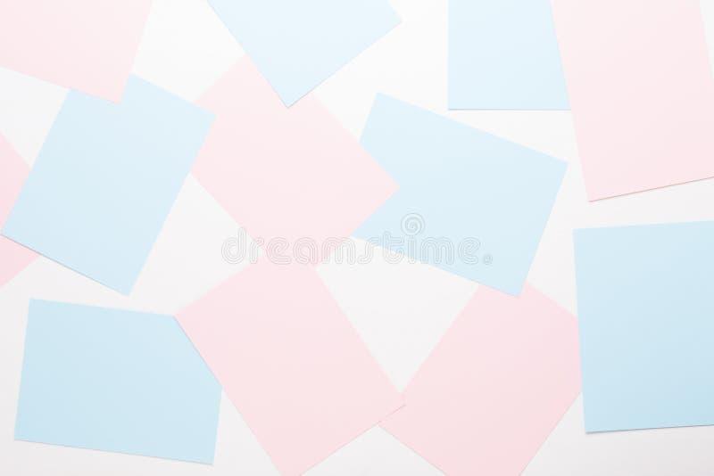 Fond géométrique abstrait dans des tons en pastel légers des feuilles de pâle épais après le papier images stock