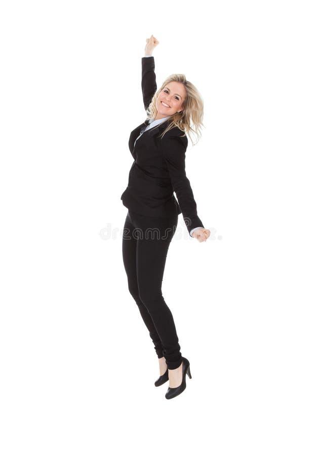 Fond gai de Jumping Against White de femme d'affaires photographie stock libre de droits