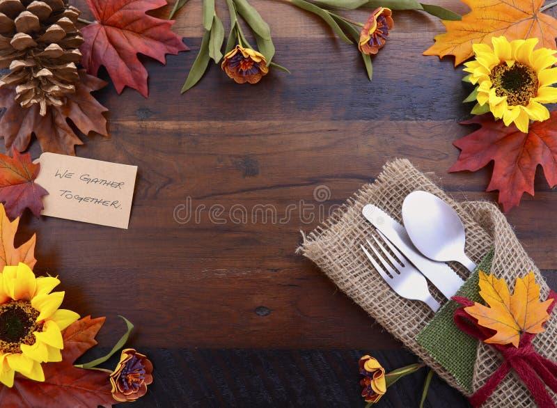 Fond heureux de thanksgiving avec les frontières décorées photos libres de droits