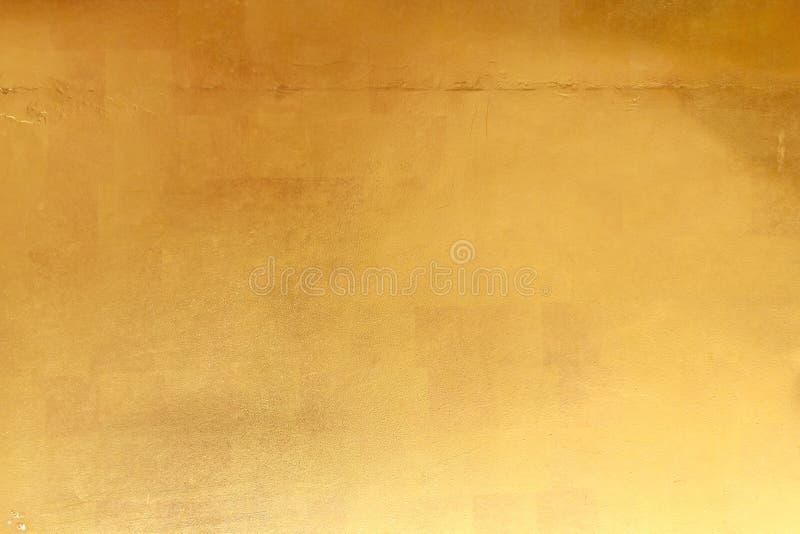 Fond jaune brillant de texture de feuille d'or de feuille photographie stock