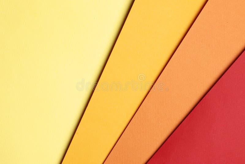 Fond jaune, orange et rouge lumineux de papier blanc de résumé image stock