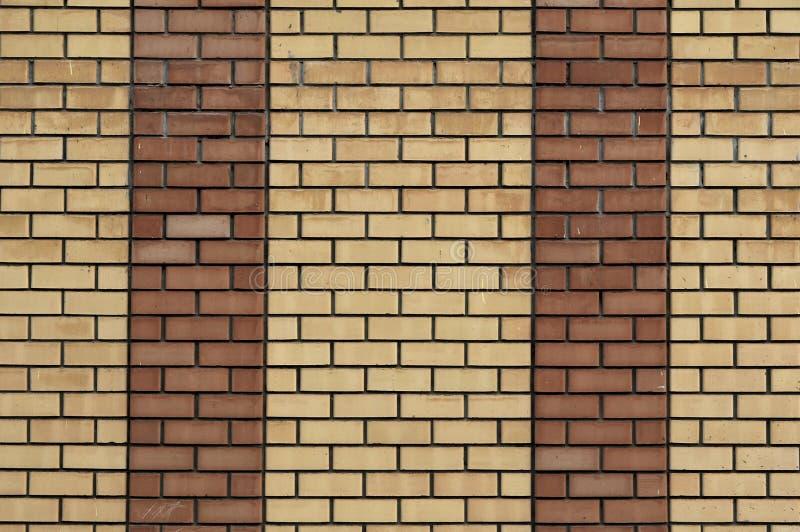 Fond jaune rouge de mur Texture horizontale de vieux mur de briques sale Contexte de Brickwall Papier peint de Stonewall Mur de c photographie stock libre de droits