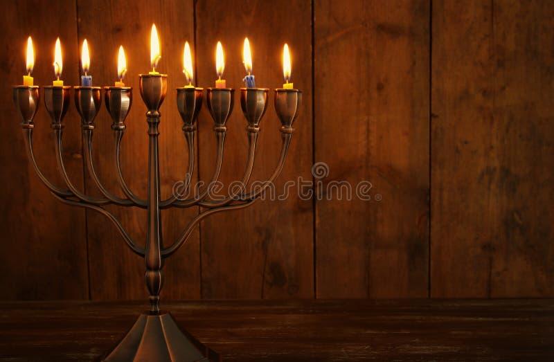 fond juif de Hanoucca de vacances avec le dessus, le menorah et le x28 traditionnels de spinnig ; candelabra& traditionnel x29 ;  image libre de droits
