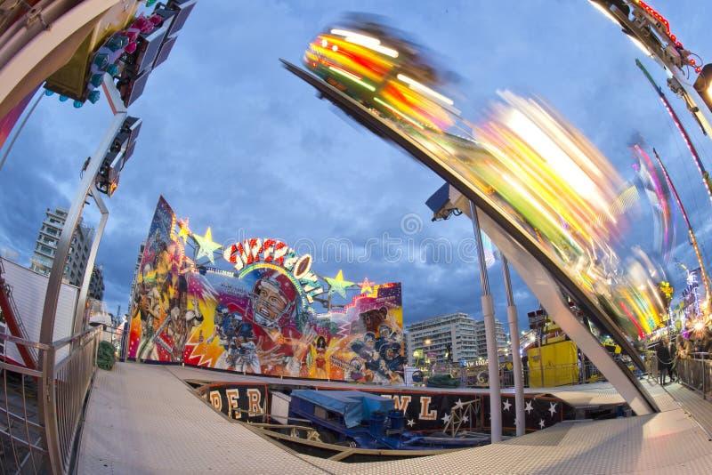 Fond mobile de lumières de Luna Park de carnaval de foire d'amusement photographie stock libre de droits