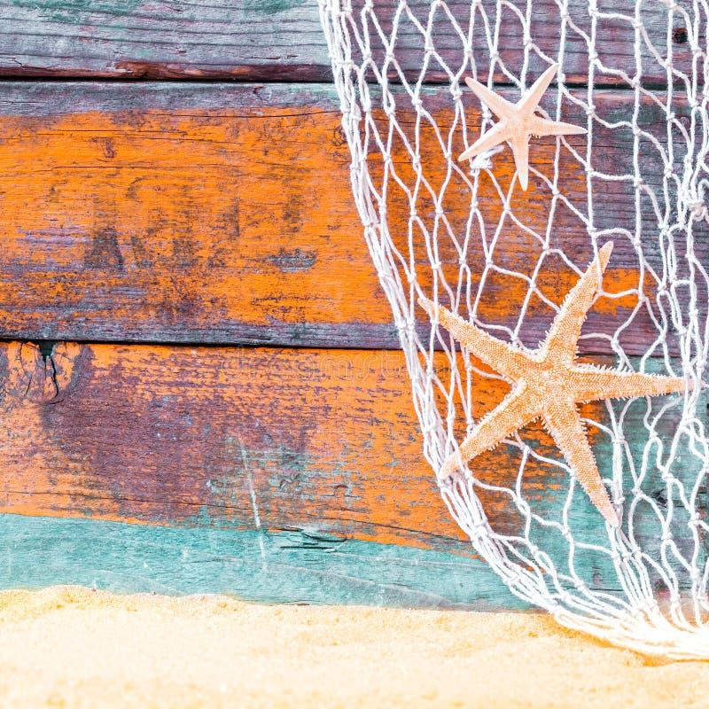 Fond nautique rustique avec des étoiles de mer photographie stock libre de droits