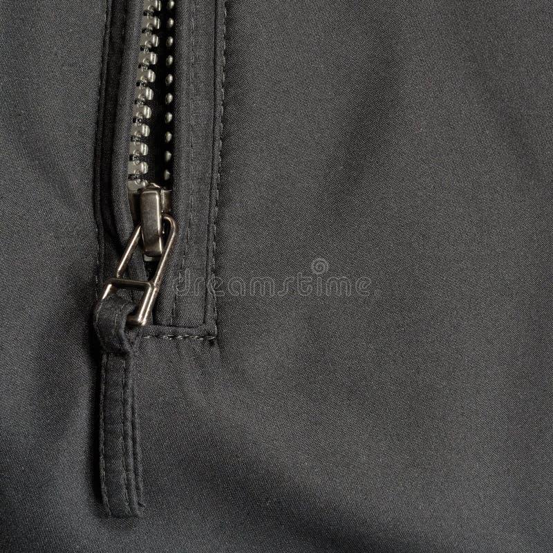 Fond noir de texture de tissu de sergé de polyester, fermeture éclair ouverte de veste, grand plan rapproché détaillé photos stock