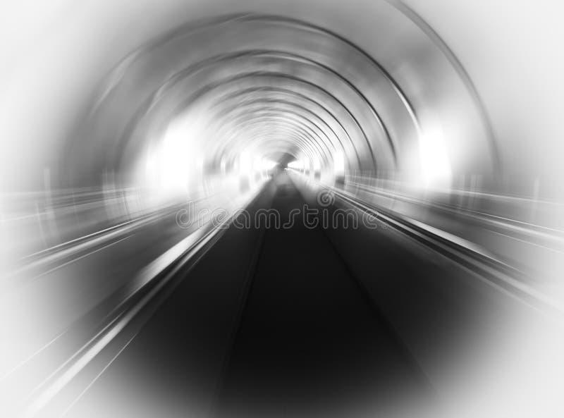 Fond noir et blanc diagonal de tunnel de transport photographie stock libre de droits