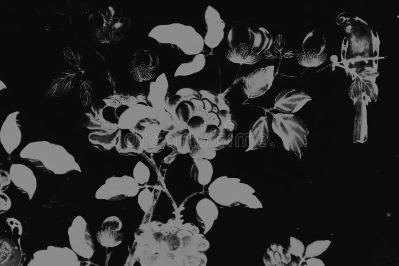Fond orange et papier peint beau blancs de vert pourpre rose coloré de peintures d'art d'oiseau et de fleurs d'arbre et noirs de  illustration libre de droits