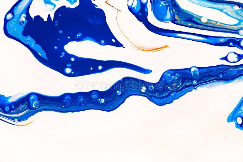 Fond peint à la main avec les peintures bleues, blanches, jaunes liquides mélangées Peinture acrylique liquide de résumé Applicab illustration stock